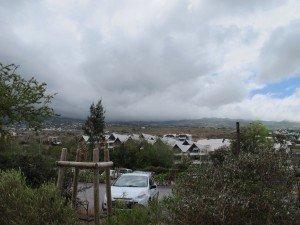 A partir de 10 h, les nuages descendent des hauteurs et se stabilisent à 700 m